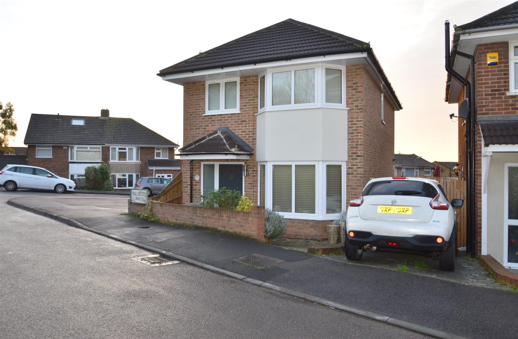 3 Bedrooms Detached House for sale in Rochester Road, Burham